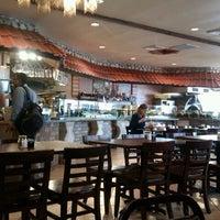 รูปภาพถ่ายที่ Aladdin's Mediterranean Cuisine โดย Anna J. เมื่อ 4/4/2012