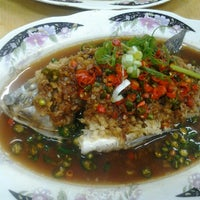 Photo taken at Restaurant Lan Je (兰姐清蒸非洲鱼) - Kepong by Shin S. on 6/17/2012