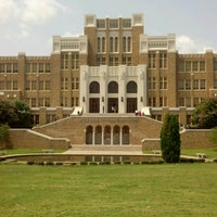 Photo taken at Little Rock Central High School National Historic Site by Spyro A. on 8/17/2012