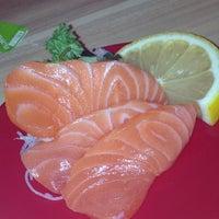 Photo taken at Sakae Sushi by Elly T. on 8/26/2012