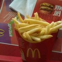 Снимок сделан в McDonald's пользователем Фаталист Ф. 2/19/2012