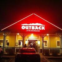 Photo taken at Outback Steakhouse by Eduardo A. on 2/5/2012