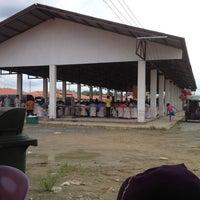 Photo taken at ตลาดน้ำศาลายา by Sunisa R. on 7/8/2012