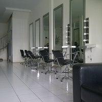 Photo taken at Minik Salon by Khaerunnisa F. on 9/3/2012
