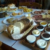 Foto tirada no(a) Café Colonial Gramado por Aline M. em 6/9/2012