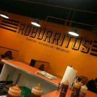 รูปภาพถ่ายที่ Roburrito's EM โดย Brandalynn A. เมื่อ 2/15/2012