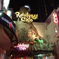 Photo taken at Rainforest Cafe by Raphaël C. on 8/16/2012