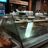 Das Foto wurde bei MacArthur's Restaurant von SingletonsaysVO V. am 7/18/2012 aufgenommen