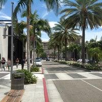 Das Foto wurde bei Streets of Beverly Hills von Haluk Y. am 7/18/2012 aufgenommen