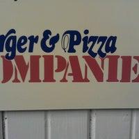 Photo taken at Burger & Pizza Kompaniet by Geir A. M. on 8/25/2012