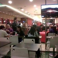 Photo taken at Wendy's by Luciano S. on 9/1/2012