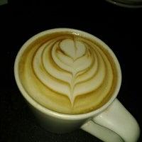 Foto tomada en Rico's Café Marina por Alfredo H. el 5/26/2012