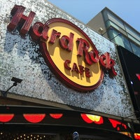 Photo taken at Hard Rock Cafe Hollywood on Hollywood Blvd by Hans D. H. on 7/15/2012