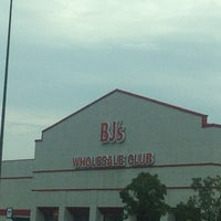 Photo taken at BJ's Wholesale Club by Richard T. on 9/1/2012