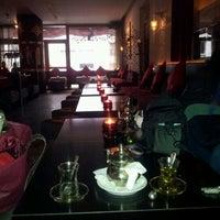 Das Foto wurde bei Marooush von Sahar B. am 4/8/2012 aufgenommen