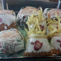 Foto tomada en Burger King por Joshua T. el 6/29/2012