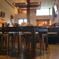 Foto tomada en Crave Cafe por Corin H. el 6/23/2012