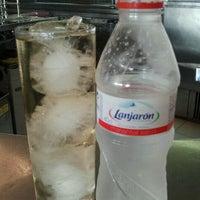 Foto tomada en Las Brisas Restaurante por Janina C. el 7/29/2012