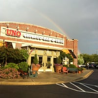 Photo taken at Uno Pizzeria & Grill by Rayann S. on 6/7/2012