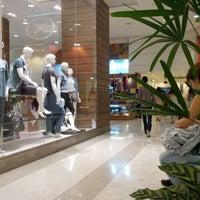 Foto tirada no(a) Shopping Frei Caneca por Rodrigo M. em 4/7/2012