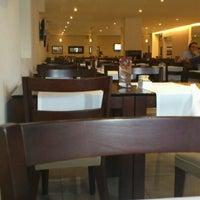 3/13/2012 tarihinde Raul O.ziyaretçi tarafından Paulinho's Grill'de çekilen fotoğraf