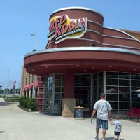 Photo taken at Red Robin Gourmet Burgers by Mary-Jane on 8/17/2012