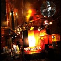 Das Foto wurde bei Le Belgica von Poulett am 7/21/2012 aufgenommen