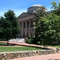 Foto diambil di University of North Carolina at Chapel Hill oleh Carrie M. pada 6/16/2012