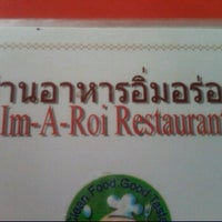 Photo taken at Im-A-Roi Restaurant (อิ่มอร่อย) by Sanjuta I. on 5/15/2012