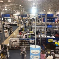 Photo taken at Best Buy by Omar E. on 7/23/2012