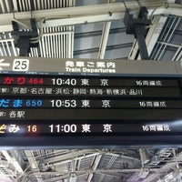 Photo taken at JR 新大阪駅 25-26番線ホーム by cheng wen c. on 4/19/2012