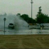 Das Foto wurde bei دوار العوير al awer roundabout von jooj . am 7/9/2012 aufgenommen
