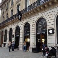 Photo taken at Apple Opéra by Daisetz on 4/19/2012