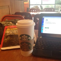 Foto scattata a Starbucks da Andrew H. il 8/14/2012