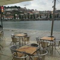 รูปภาพถ่ายที่ Café do Cais โดย Mário P. เมื่อ 6/20/2012