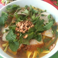 Photo taken at Quan Tam Tam by Kanye M. on 4/2/2012