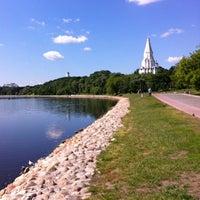 Das Foto wurde bei Набережная в Коломенском von Наташа Ш. am 6/5/2012 aufgenommen