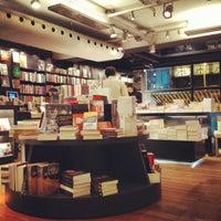 Foto tirada no(a) Livraria da Travessa por Alexandre A. em 7/20/2012