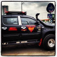 Photo taken at Top Up 4x4 Centre by Reza on 9/4/2012