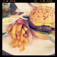 Photo taken at General Prime Burger by Murilo F. on 2/6/2012