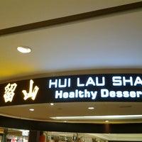 Photo taken at 許留山 Hui Lau Shan Healthy Dessert by Vivienne💋 on 6/8/2012