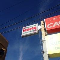 Photo taken at nom nom by Ryusuke K. on 8/26/2012