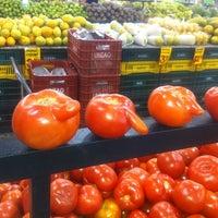Foto tirada no(a) Giassi Supermercados por Gabriel O. em 3/25/2012