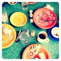 Das Foto wurde bei 821 Cafe von gungho guides g. am 5/20/2012 aufgenommen