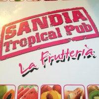 Das Foto wurde bei Sandia Tropical Pub von Letizia I. am 6/6/2012 aufgenommen