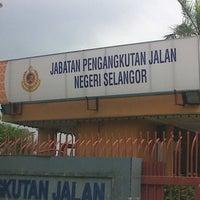 Photo taken at Jabatan Pengangkutan Jalan (JPJ) by Matt Jal M. on 8/16/2012