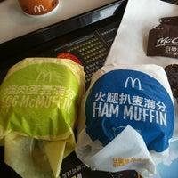 Photo taken at McDonald's (麦当劳) by Ariel K. on 5/31/2012