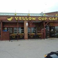 Das Foto wurde bei Yellow Cup Cafe von kris y. am 4/30/2012 aufgenommen