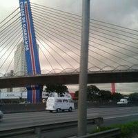 Foto tirada no(a) Viaduto Cidade de Guarulhos por Marcos D. em 5/8/2012