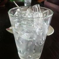 8/9/2012 tarihinde AuTo™ziyaretçi tarafından ร้านกาแฟไม้หมอนกรมอู่ทหารเรือ'de çekilen fotoğraf